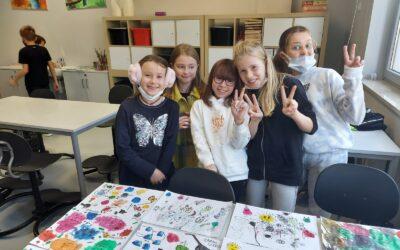 Plamy barwne – lekcja plastyki